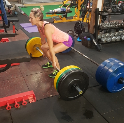 girl deadlifting